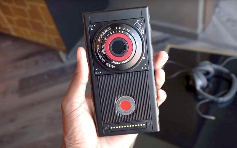 الصورة: 7 هواتف تتميز بخواص لا توجد في «آي فون إكس» و«غالاكسي إس 9»