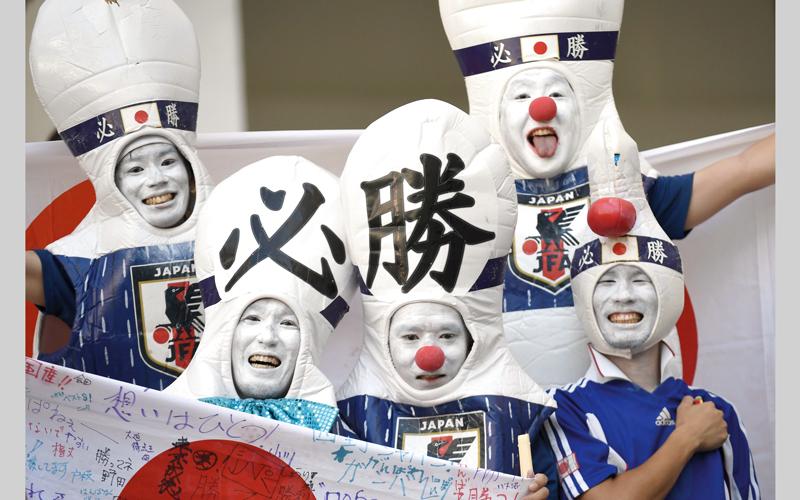 الجمهور الياباني لم يتأخر في مساندة فريقه أمام بولندا، في المباراة التي انتهت بفوز بولندا 1- صفر، على ملعب فولغوغراد. أ.ف.ب