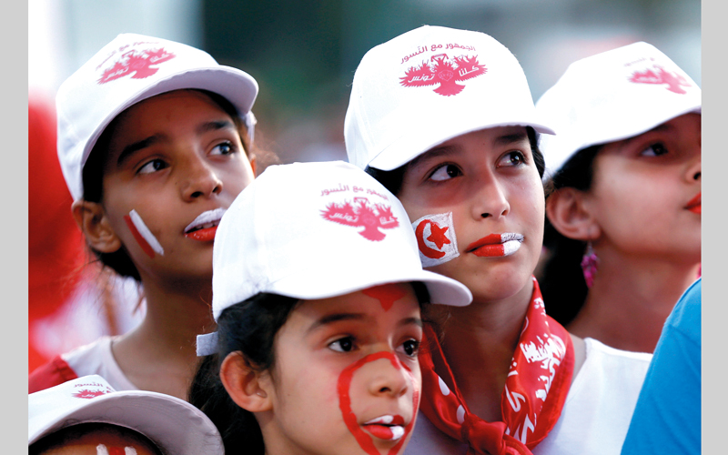 أطفال تونس لم يتأخروا في تشجيع منتخبهم، خلال المباراة التي جمعت تونس وبنما، أول من أمس، على ملعب موردوفيا أرينا. رويترز