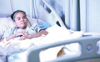 الصورة: مستشفى راشد يرقّع ساق امرأة مريضة بأنسجة متبرع متوفى