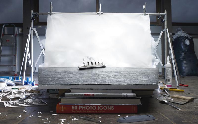 «إنتاج آخر صورة لسفينة تايتانيك عائمة» ليوياكيم كورتيس وأدريان سوندرغر. من المصدر