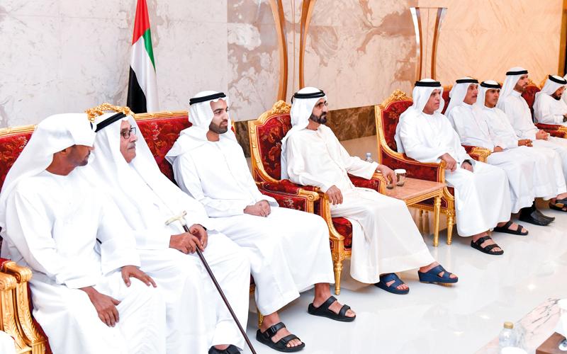 محمد بن راشد يعزِّي حاكم رأس الخيمة في وفاة حمد بن محمد القاسمي