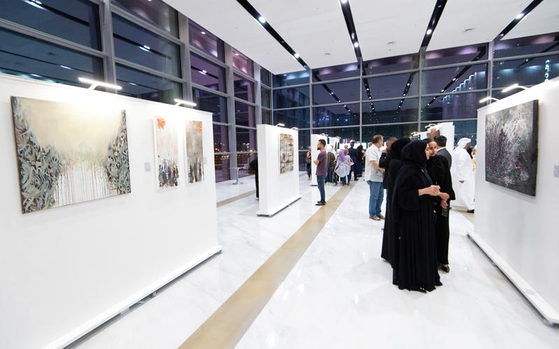 10 فنانين من الإمارات والعالم العربي يشاركون في المعرض. تصوير: أحمد عرديتي