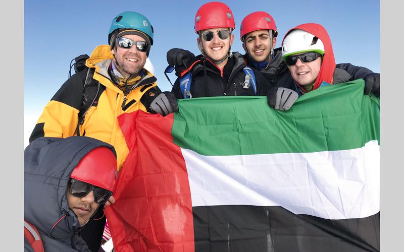 استغرقت الرحلة 6 أيام منذ الانطلاق حتى الصعود للقمة ومن ثم الهبوط للقاعدة مرة أخرى. من المصدر