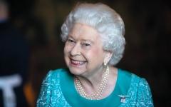 الصورة: عمل الملكة إليزابيث يزداد.. ومشاركتها في الحياة العامة تقل