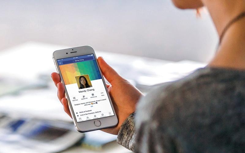 الصورة: فريق بحثي يزيد الغموض حول تنصت الهواتف  على المستخدمين وتسجيل بياناتهم