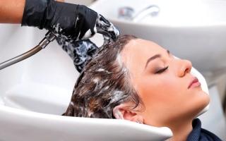 الصورة: 5 نصائح لصحة الشعر في الصيف
