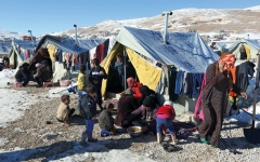 الصورة: سوريون يعانون اللجوء ويخافون العودة إلى الوطن