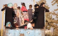 الصورة: آلاف النازحين يبدأون العودة  إلى منازلهم في درعا