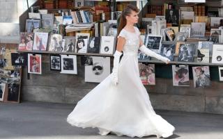 الصورة: بالصور ..«شانيل».. رصيف رومانسي في حب باريس و«كوكو»