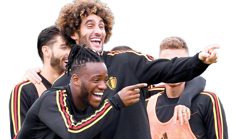 لاعبا بلجيكا ميشي باتشواي ومروان فيلاني أثناء تدريبات المنتخب الأخيرة. أ.ف.ب
