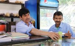الصورة: محكومون بالمؤبد يقدمون خدمات القهوة والطعام إلى الزبائن في الهند