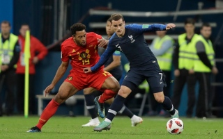 الصورة: حرب كلامية بين لاعبي منتخبي فرنسا وبلجيكا قبل نهائي كأس العالم