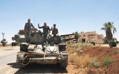 الصورة: فصائل المعارضة السورية في درعا تبدأ تسليم سلاحها الثقيل