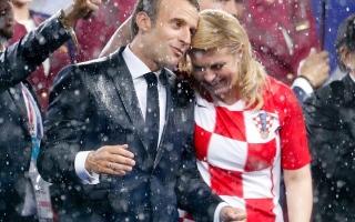 الصورة: رئيسة كرواتيا تأسر قلوب المعجبين في نهائي كأس العالم