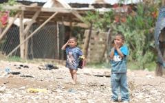 الصورة: 45 عائلة بدوية في الخان الأحمر..مسلسل تهجير قسري منذ 65 عاماً