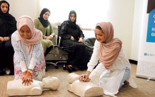 الصورة: «سيدات الشارقة» تدرّب موظفيها على الإسعافات الأولية