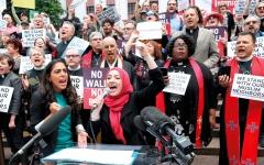 الصورة: المحكمة العليا الأميركية تتجاهل حقيقة التمييز العنصري ضد المسلمين
