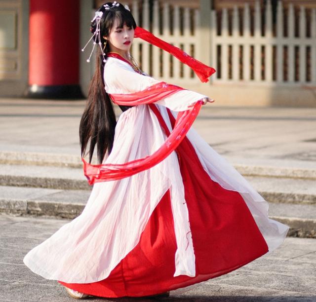 (بالغرافيك).. الملابس الصينية.. تاريخ من الحرير والحروب ...