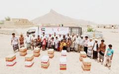 الصورة: «الهلال» توزّع 600 سلة غذائية في محافظة الضالع