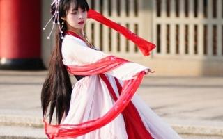 الصورة: (بالغرافيك).. الملابس الصينية.. تاريخ من الحرير والحروب