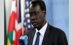 الصورة: سرقة موبايل وزير خارجية جنوب السودان عشية إقالته