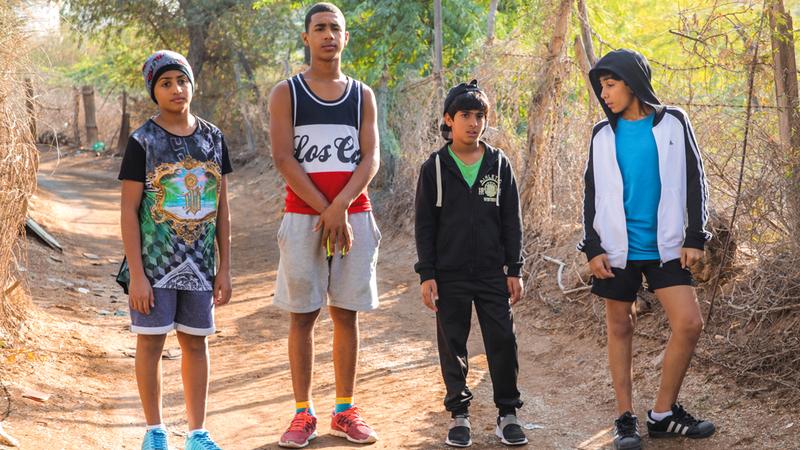 أحداث الفيلم تدور حول تعلُّق طفل بشخصية نجم كرة القدم الإماراتية عمر عبدالرحمن «عمّوري».  أرشيفية