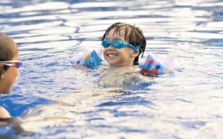 الصورة: «سلامة الطفل» تحذّر الأهالي من تعرّض الأطفال للغرق