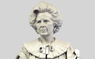 الصورة: البريطانيون ينصبون تمثال البارونة تاتشر في مسقط رأسها
