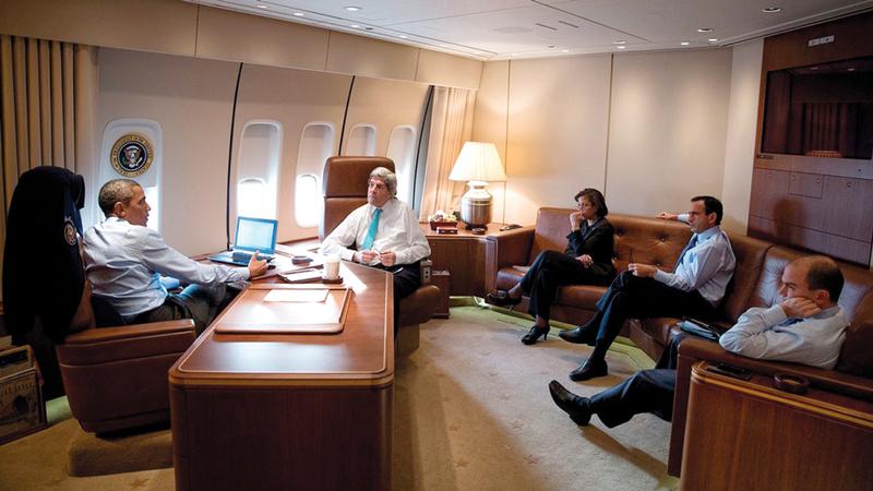 مكتب الرئيس الأميركي في الطائرة «إيرفورس وان». أرشيفية