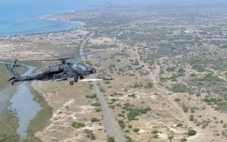 الصورة: مقتل 120 حوثياً وتدمير مـركز للقيادة والاتصال في عمليات للجيــش والتحالف