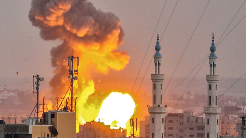 ألسنة اللهب تتصاعد جرّاء القصف الإسرائيلي لأحد المواقع في غزة. أرشيفية