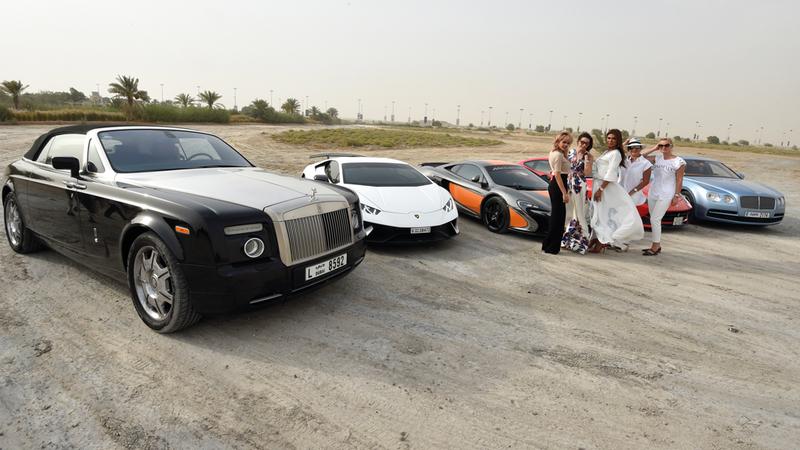 النادي يمثل تجمّعاً نسائياً يدمج بين حب السيارات الفخمة والنشاطات الاجتماعية كزيارة المتاحف أو المعالم المهمة في الأماكن التي يقصدنها. تصوير: أحمد عرديتي