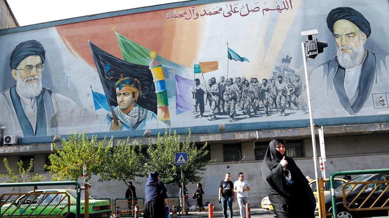 الإيرانيون مقبلون على مرحلة صعبة قد يتخلون بسببها عن تأييدهم للمحافظين.  إي.بي.إيه