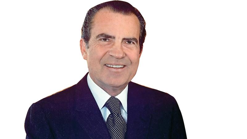 ريتشارد نيكسون كان نائب الرئيس حين التقى الراقصتين في الولايات المتحدة. أرشيفية