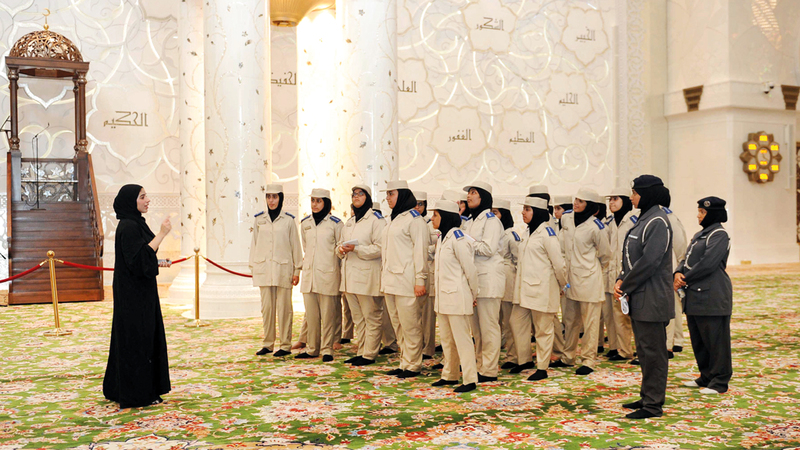 الطلاب تجوّلوا في رحاب جامع الشيخ زايد الذي يعد إحدى أهم الوجهات الحضارية ذات الطابع الديني عالمياً. من المصدر
