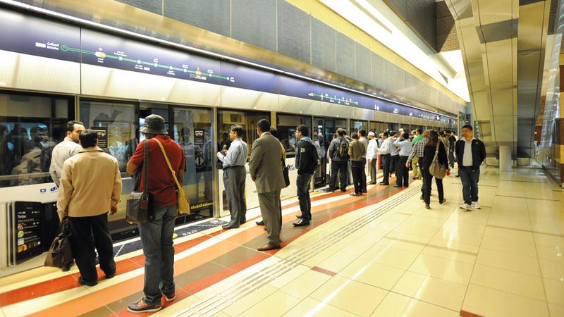 مترو دبي في صدارة وسائل النقل الجماعي من حيث عدد المستخدمين. من المصدر