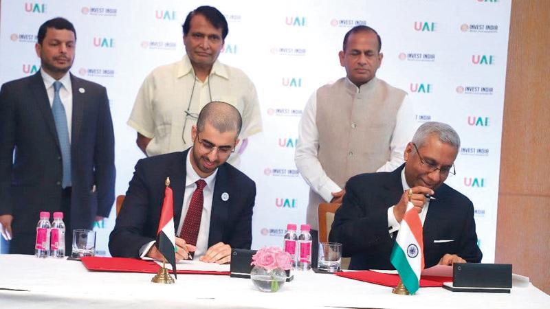 العلماء خلال توقيع الشراكة التي تسعى إلى إنشاء تطبيقات مبتكرة تسهم في زيادة كفاءة الخدمات الحكومية. من المصدر