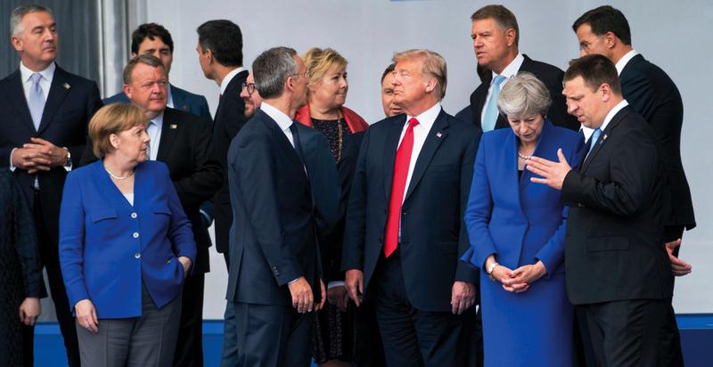 مجاهرة ترامب بالخلافات مع أعضاء «الناتو» تهدد بشطر التحالف.  رويترز