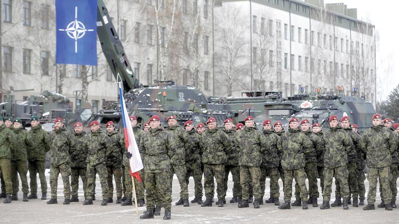 ترامب أكد أن انتشار قوات «الناتو» في أكثر من مكان أرهق ميزانية أميركا. أرشيفية