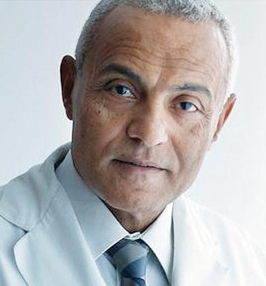 دكتور سامح عزازي: يجب على المريض سؤال الطبيب عن تشخيص حالته والهدف من إجراء التحاليل أو الأشعة.