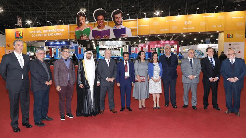 فاهم القاسمي ورئيس غرفة الكتاب البرازيلية خلال حفل افتتاح معرض ساو باولو الدولي للكتاب من المصدر