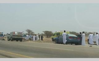 الصورة: وفاة 4 مواطنين بينهم طفلان بحادث في عُمان