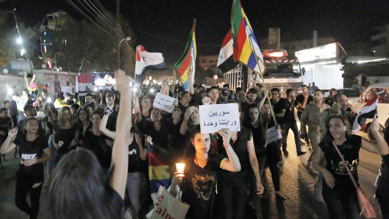 تظاهرة للتضامن مع أهالي السويداء بعد الهجوم الإرهابي لـ «داعش». إي.بي.إيه