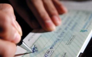 الصورة: إحالة متهمين بسحب 860 ألف درهم من حساب شخص أثناء سفره إلى «الجنايات»