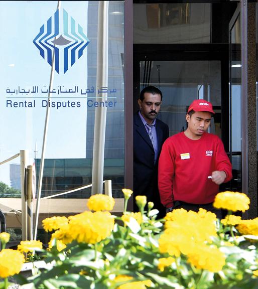 «فض المنازعات» يأخذ تعهدات بتوفير سكن بديل للعمال خلال فترة محددة قبل تنفيذ أحكام الإخلاء. الإمارات اليوم