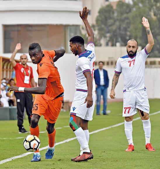 سوق انتقالات اللاعبين تشهد جدلاً واسعاً قبل انطلاق الموسم. تصوير: أسامة أبوغانم