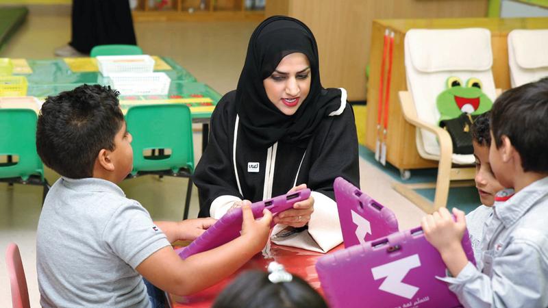 بدرية آل علي: لابد من تعويض الأطفال عاطفياً عن انشغال أهلهم خارج البيت. من المصدر