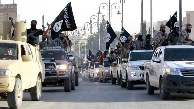 تنظيم «داعش» يستعرض قواته في الرقة. رويترز