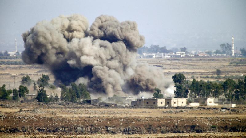 الدخان يتصاعد من معارك بين قوات موالية للحكومة السورية والمعارضة. أ.ب